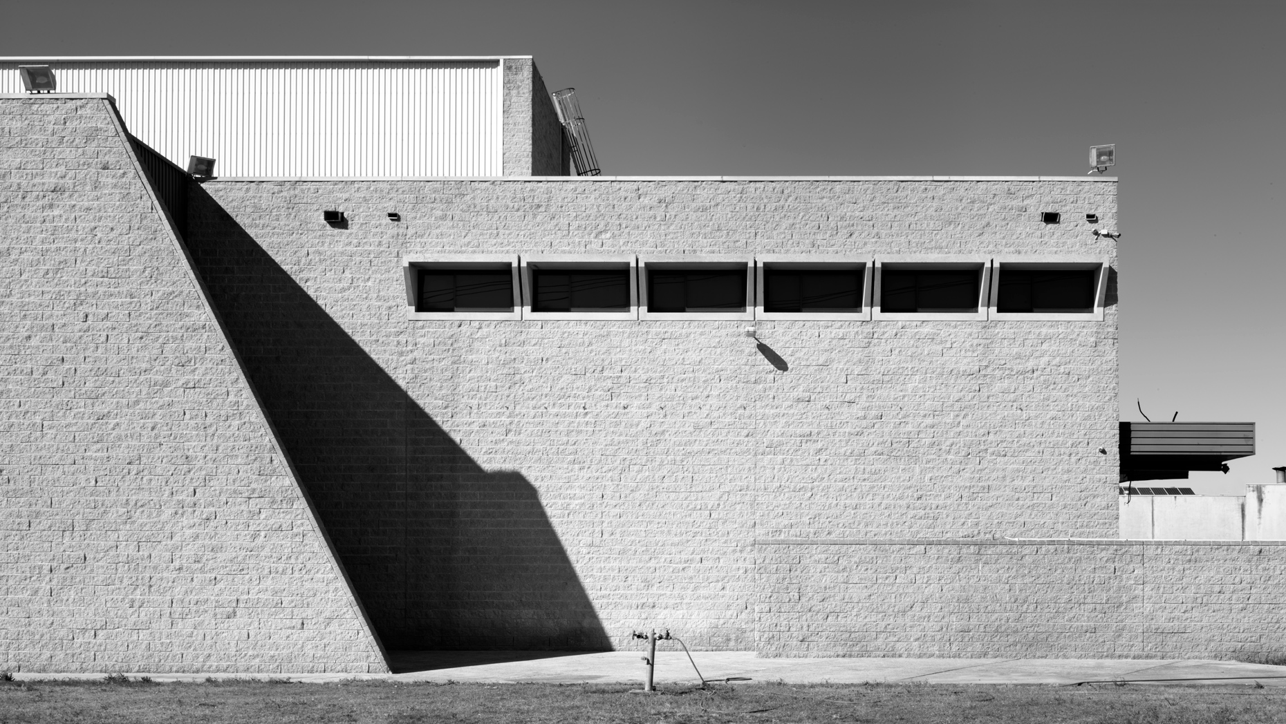luke-butterly-torin-building-Penrith-marcel-breuer-3